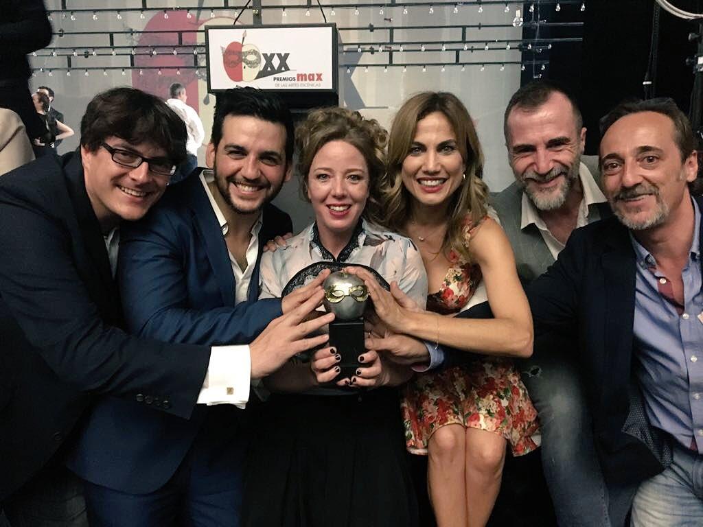 La imagen de un equipo feliz... ¡Viva el #teatro! Felicidades, querida @Noasantamaria #MejorActriz de Reparto @PremiosMax #20PremiosMax https://t.co/1NidM74Iap