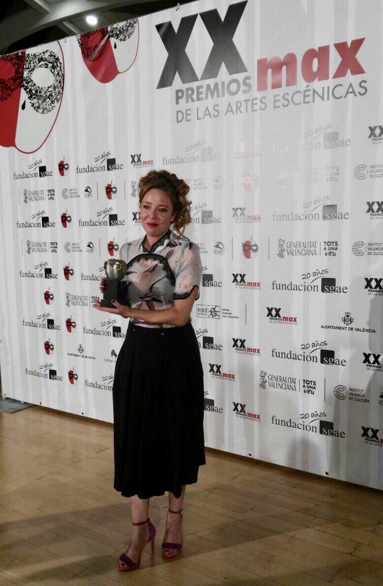Felicidades @FeelgoodTeatro y @Noasantamaria #PremioMax Enhorabuena! #20premiosMax quemad Valencia por diorr! # https://t.co/LRi46hhYn2