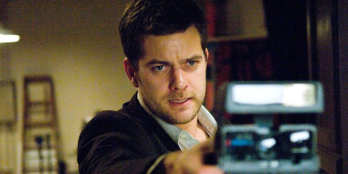 A picture is worth a thousand words and this one is worth four: Happy Birthday Joshua Jackson!