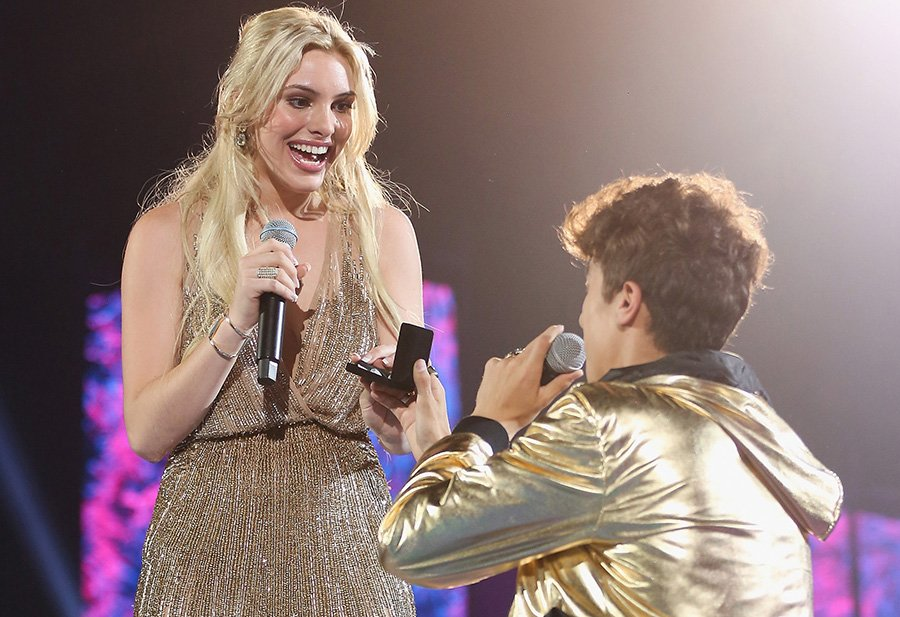 EXCLUSIVE: The real story behind that @LelePons kiss at @MTV's #MillennialAwards https://t.co/k2c4oLEg9V