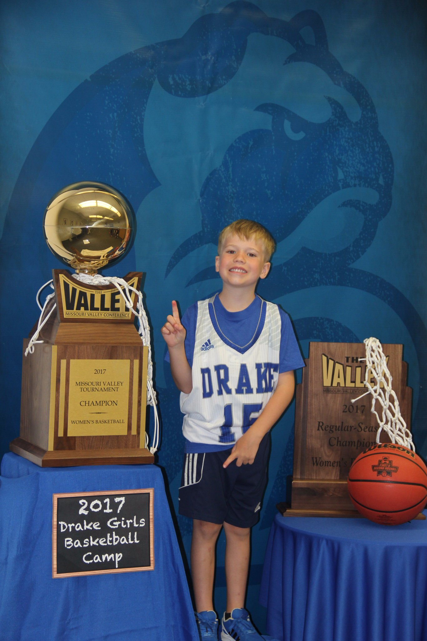 Drake Women S Hoops On Twitter We Decided To Spice Up The Drakewbbcamps Photo Booth A Bit This Year Beblue