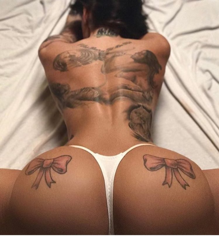 RT if you love an inked chick. Check out https://t.co/nYIIj960zt for the rest of her naughty pics. #tattoo https://t.co/3r0zxOwENc