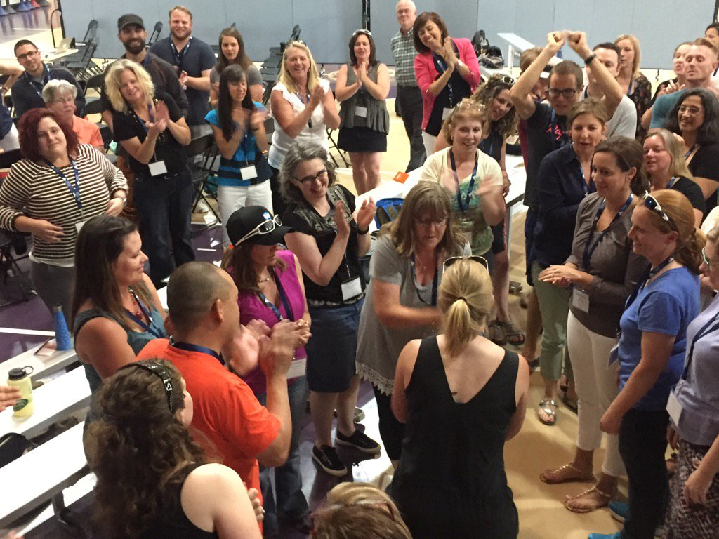 A Traverse tradition: opening with a massive, all-participant rock-paper-scissors tournament. #tvrse17 https://t.co/gYX7jb4ZsQ