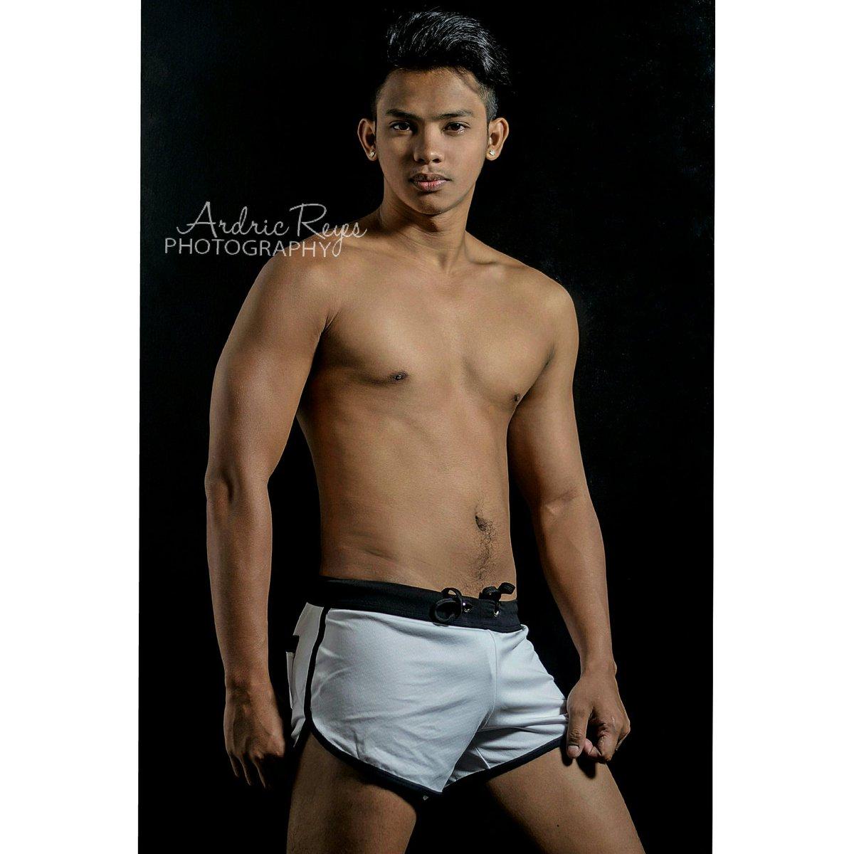 To pinoy male male PINOY TAMBAYANG