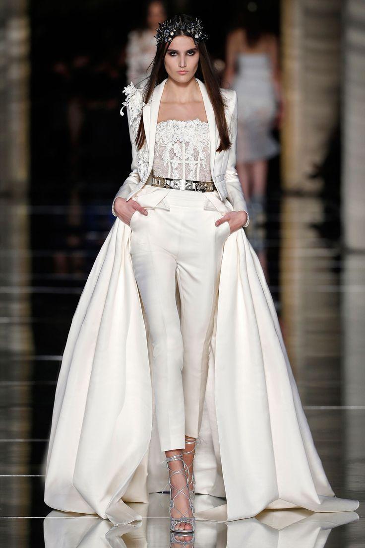 パンツスタイルのウェディングドレス、なかなかカッコかわいくていいんだよなあ……