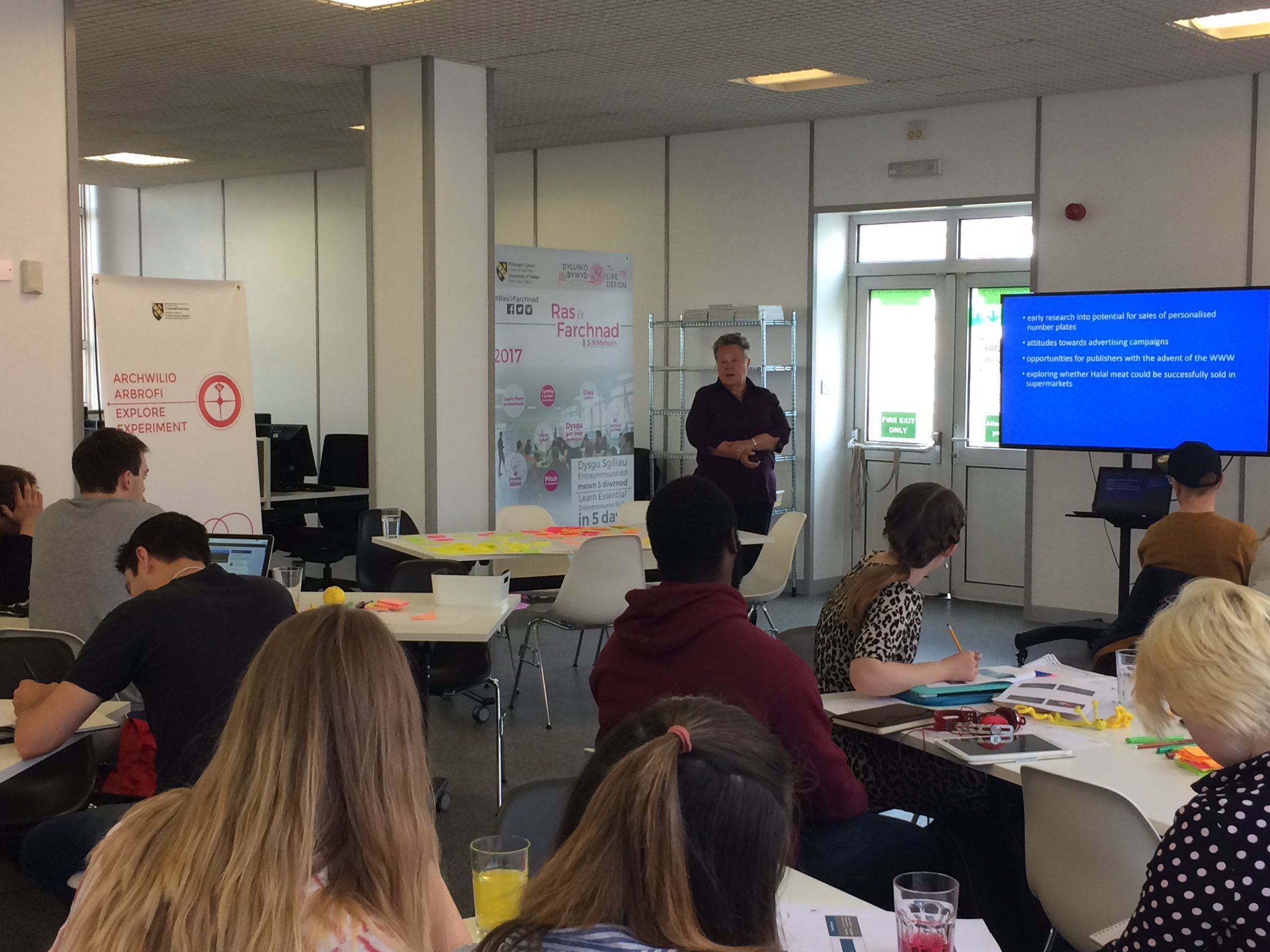 This morning we're pleased to welcome #marketresearch expert Vicky Harvey to give a #masterclass #RacetoMarket @UWTSDStudents https://t.co/oDZIlCQ0Sf