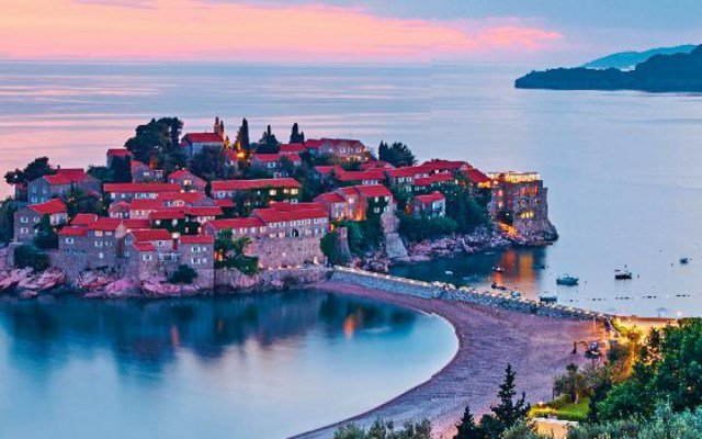 #LeParisien compare #Montenegro with #Monaco in terms of sumptuousness &amp; natural welth:  http:// bit.ly/2scikMn  &nbsp;    #Boka_Group<br>http://pic.twitter.com/XOBWcYc1tH