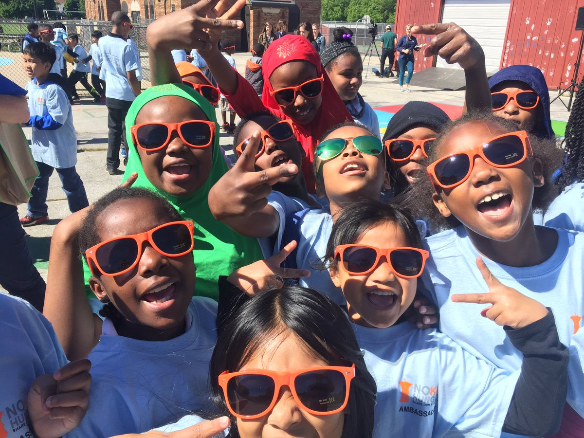 #SummerMeals kickoff is here! #MKE kids find free meals at >130 open sites! #NoKidHungry https://t.co/uXkmev80e0