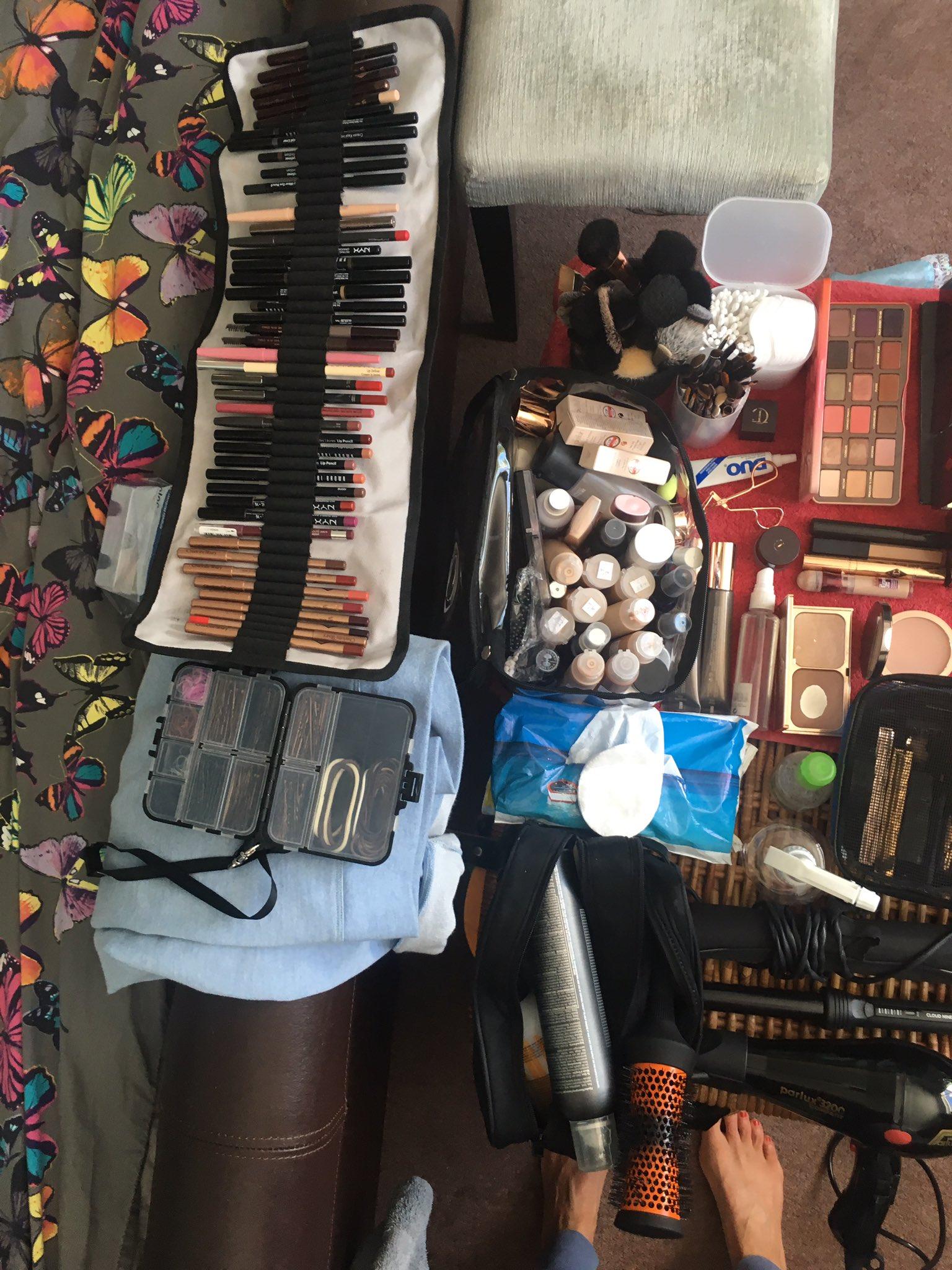 Let the renovations begin!! #glamourawards https://t.co/RKTO9j5PZ3