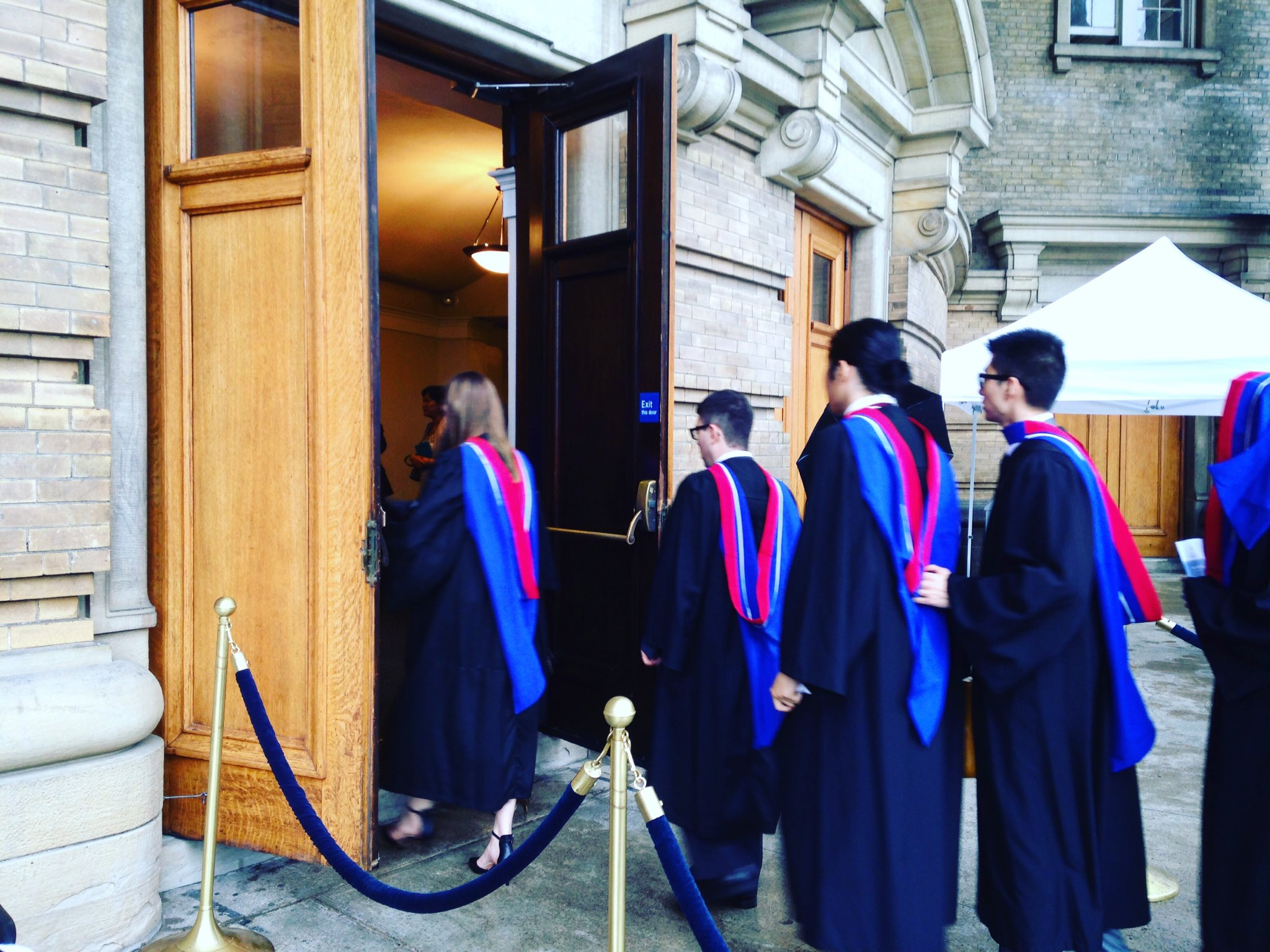 Convocation is underway! Share your moments from the ceremony with #UofTGrad17 & #UofTMed. https://t.co/5AkExxXQm2
