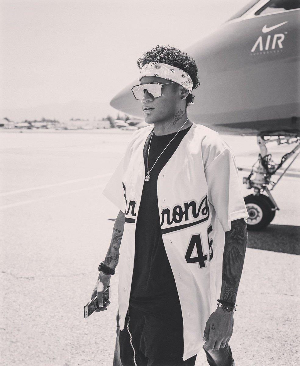 Olá, LA. Here all week.☀ 🌊🌴 Follow along: #NeymarLive@nikela @nikefootball