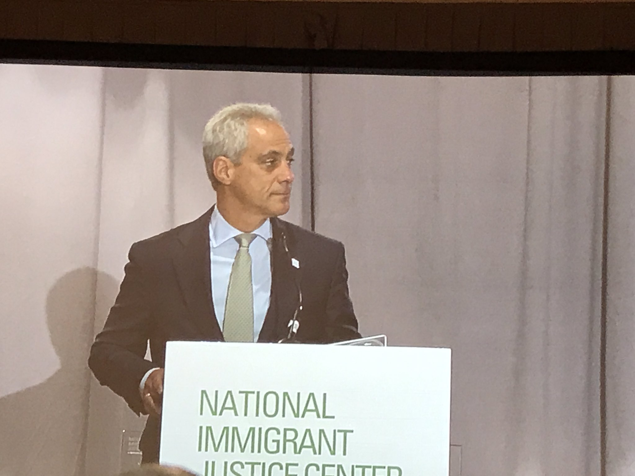 Great @NIJC #humanrightsawards, an impassioned speech from Mayor @RahmEmanuel on his family and the need to be inclusive #OneChicago https://t.co/c39OtsZvGH
