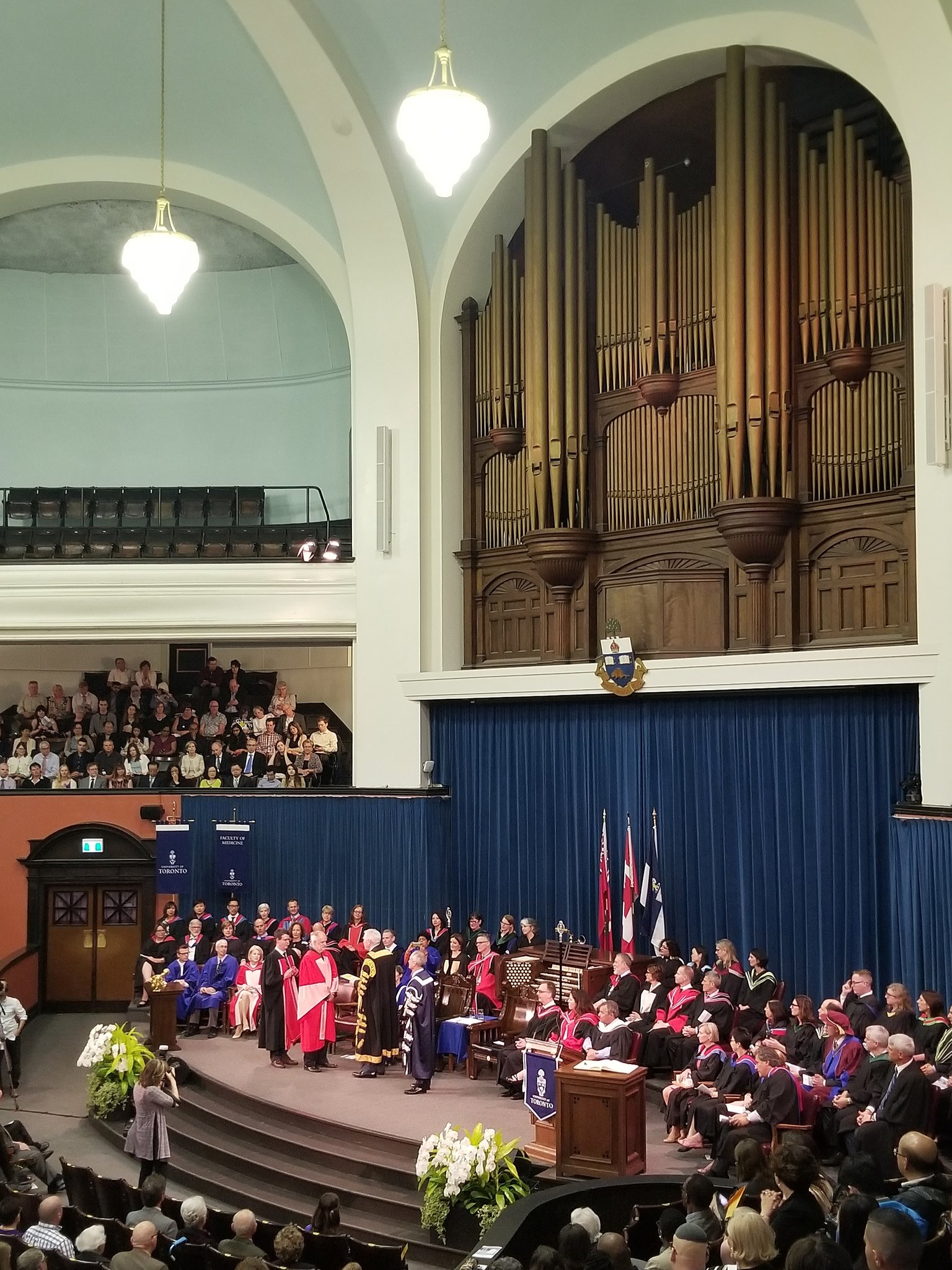 So lucky to attend @uoftmedicine  convocation & see @picardonhealth receive hon degree & speak to the importance of listening in healthcare https://t.co/gtqSIXFP5F