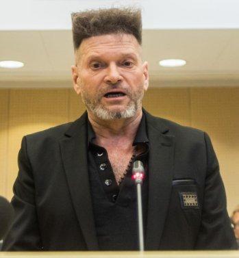 Krzysztof Rutkowski w sądzie. Dwa zdjęcia https://t.co/ah797zYiaH https://t.co/FlRt2x5pPn