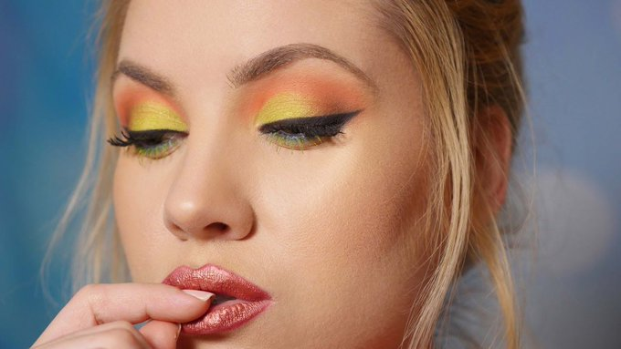 Bright and Bold Spring Makeup Tutorial