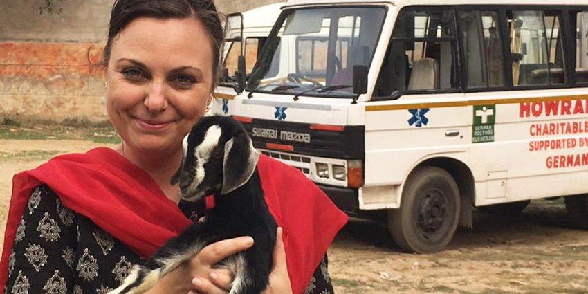 Schönes Bild von German Doctor Nathalie Rans, die kürzlich von ihrem siebten Einsatz in #Kalkutta zurückgekehrt ist.https://t.co/BkM4rZyn2K https://t.co/K5Nk9ewxhD