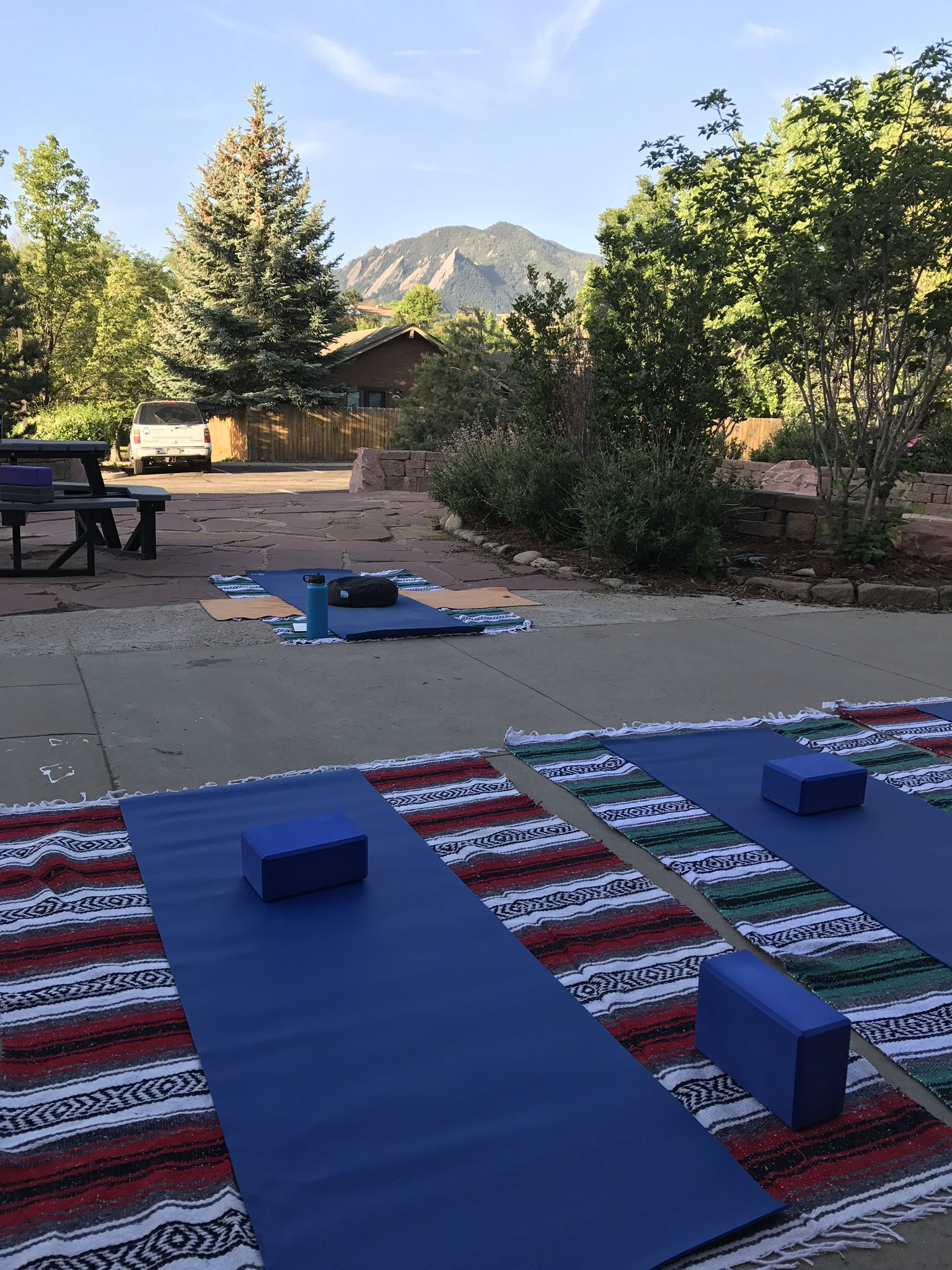 How do you start your day? With a stretch, with a shout, with a breath? Join me for yoga on the patio at 7:15. #tvrse17 #startyourdayright https://t.co/rZLEBpmJju