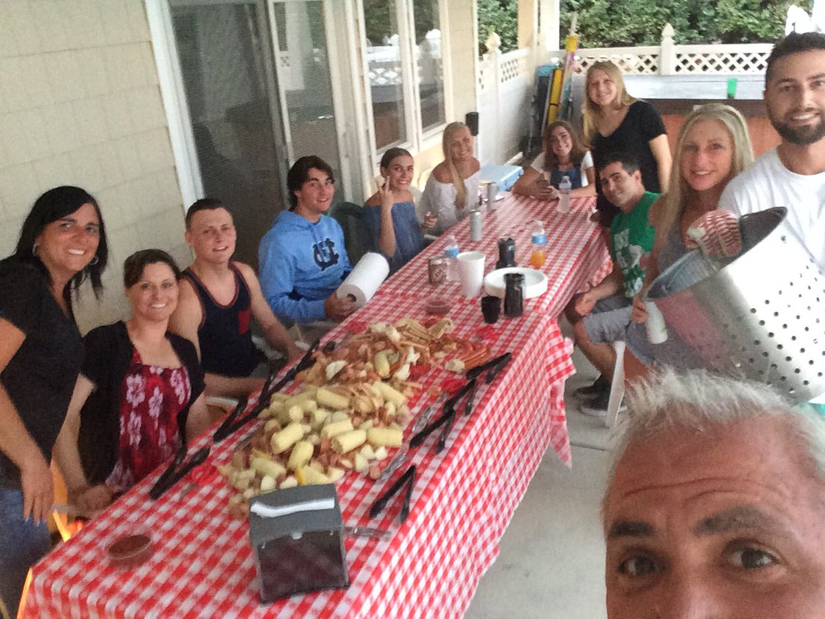 Can&#39;t do a Corolla Vacation w/o a visit from @OBXBoilCo  Family, Amazing Food, and a beautiful home at the beach  @CCVobx  #Atabey <br>http://pic.twitter.com/5fFRLdHZhh &ndash; bij Whalehead Beach