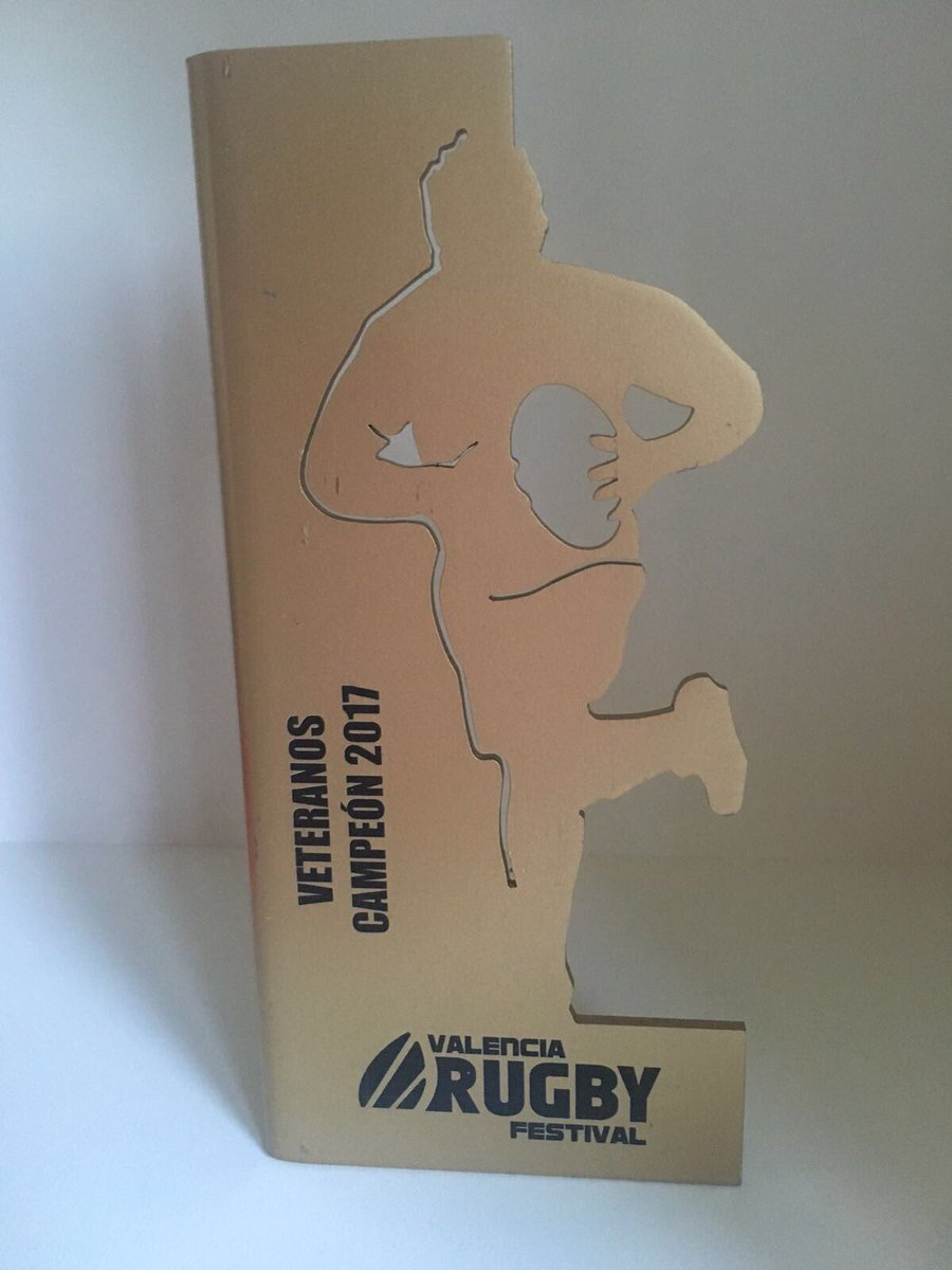 Great weekend @Rugby7Valencia and nice to win #vets10 Thanks to Rebeca for all her help. Till next year #socksdown #charity #rugbyfamily<br>http://pic.twitter.com/Bk0BWZzxUg