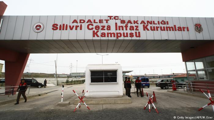 Dünyanın en büyük gazeteci hapishanesi: Silivri Cezaevi https://t.co/5Kfo2EvglQ https://t.co/8Fq9t64uAh