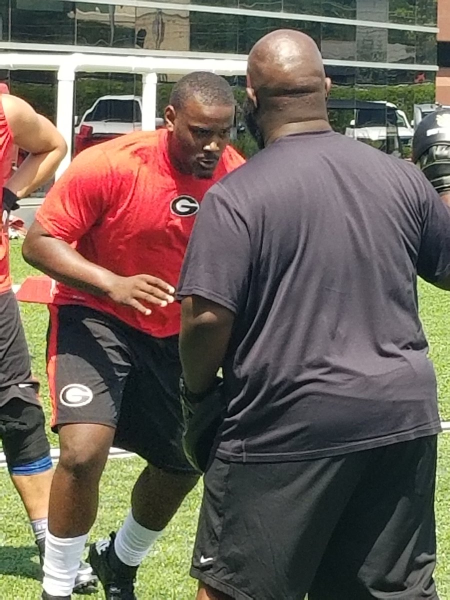 2018 DT Darnell Jefferies works with UGA D-line Coach Tray Scott during visit (Photo from Darnell Jefferies/Twitter)