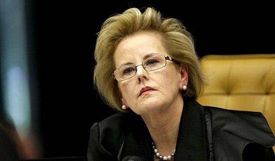 Só a ministra Rosa Weber parece estar ao lado do ministro Herman Benjamim. O ministro Fux está + preocupado c/sua noite de autógrafos.