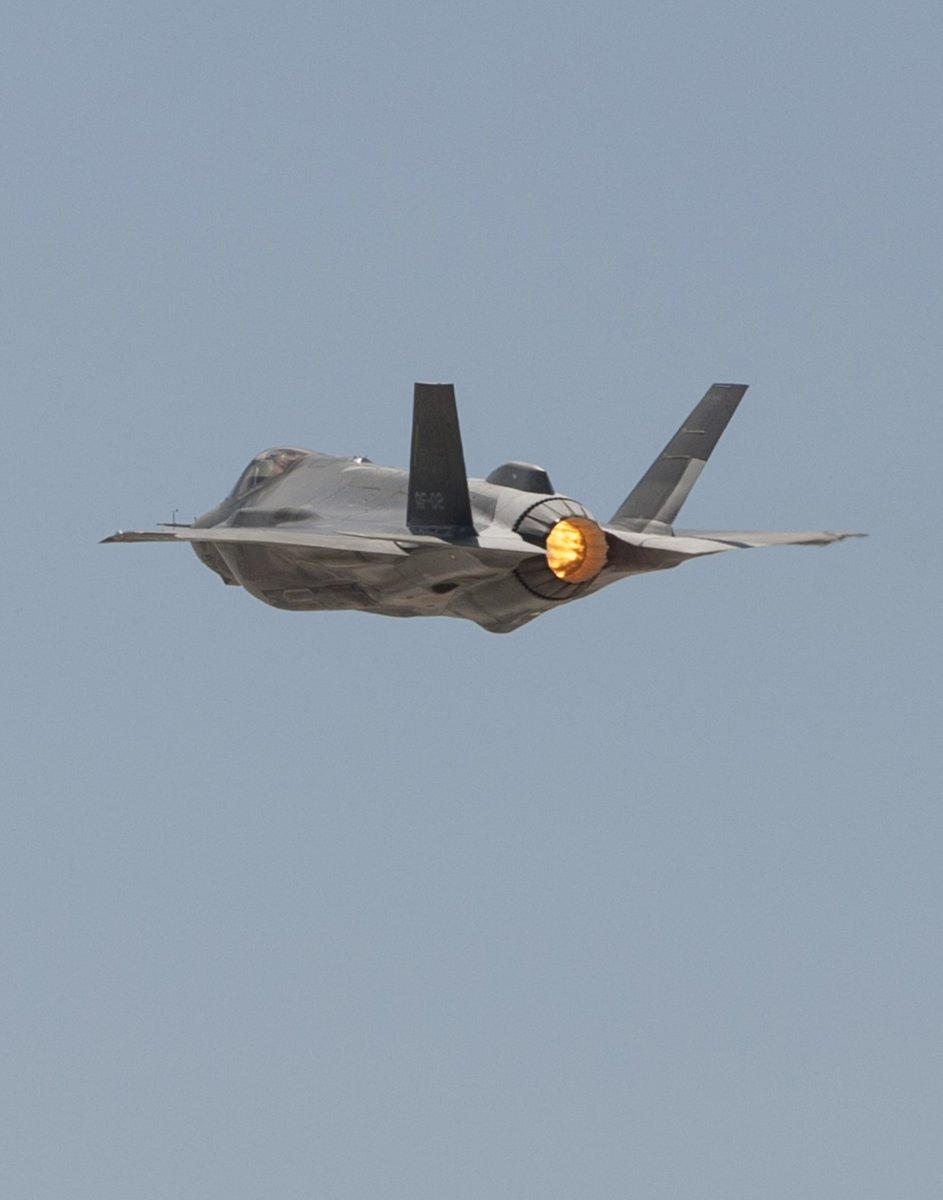 F-35 Development and News Thread: - Page 17 DBvCa-eXoAALylr
