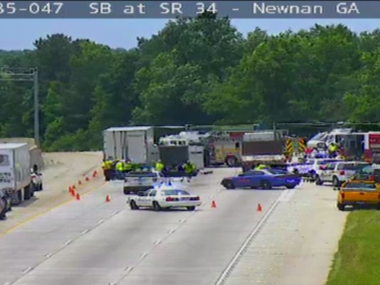 Traffic Alert 2 Injured In Accident Involving Horse Trailer On I 85