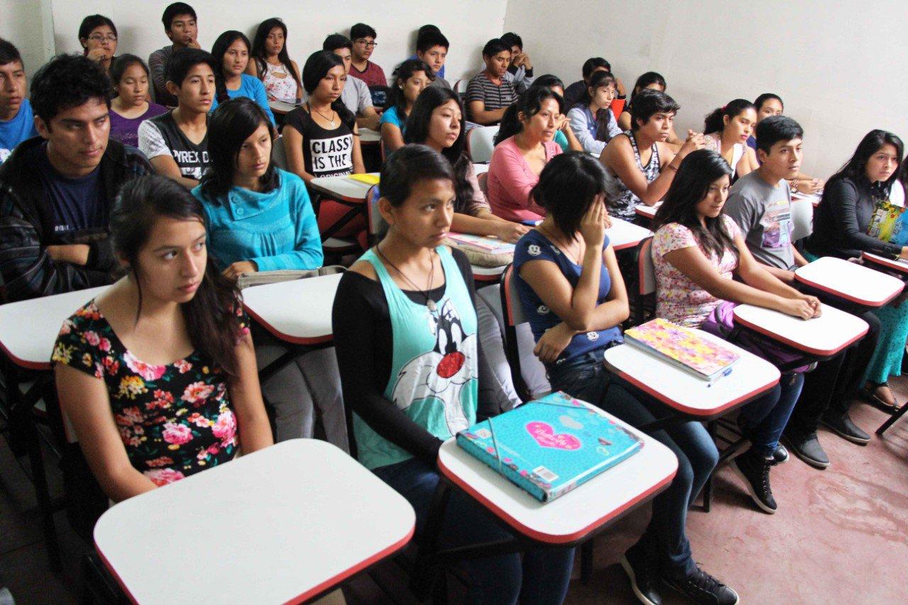Santa María: Hijos de docentes de la carrera pública magisterial postularán a 300 becas integrales