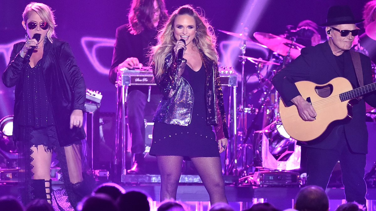 '2017 CMT Music Awards' Includes Genre-Bending Mash-Ups And An All-Star Tribute To Gregg Allman