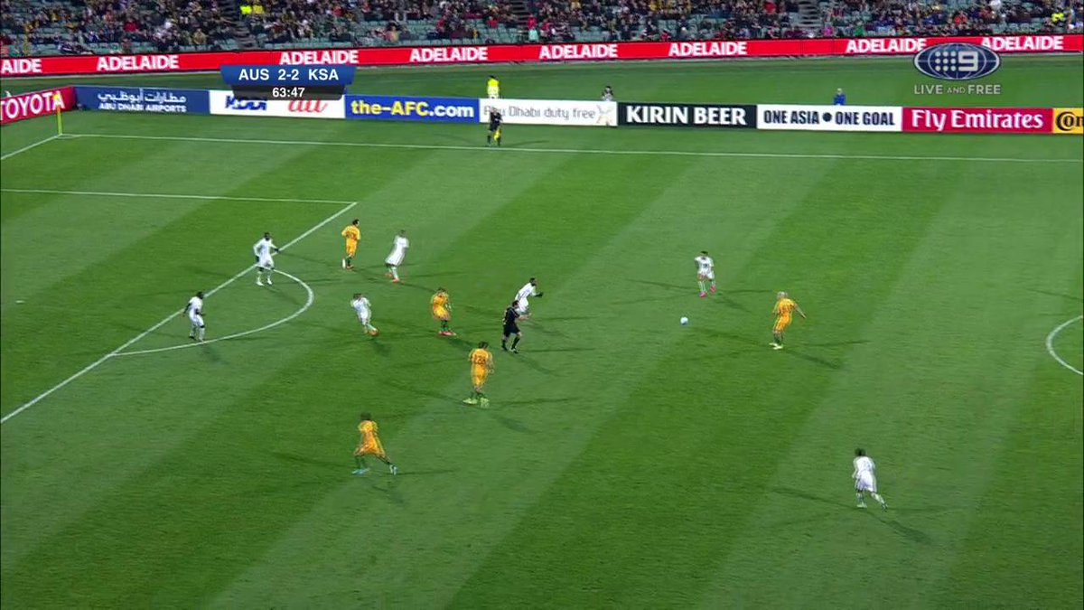 What an amazing goal from Rogic! Australia have the advantage once again. #AUSvKSA https://t.co/R4Y2jEDJJD