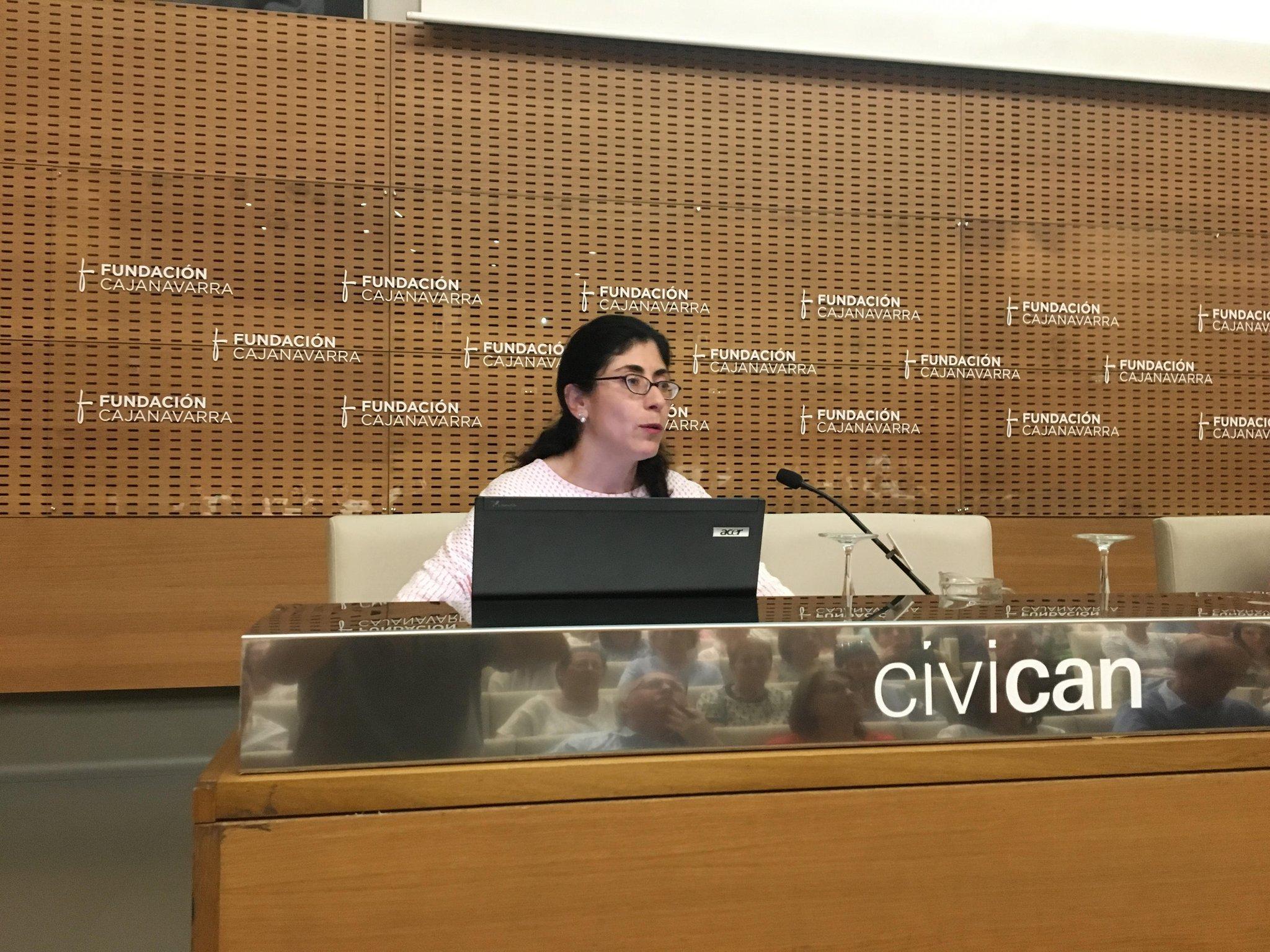 La doctora María Estrella Petrina hablando sobre la influencia de la obesidad en el cáncer #JornadaSaray https://t.co/MlIIx3DRPW