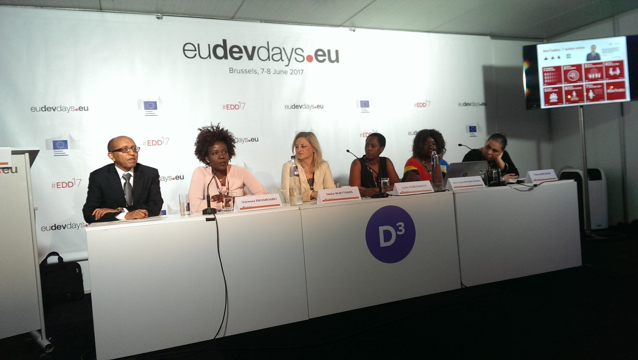 Only 2% of ODI Aid is spent on #Women - more data needed to support investment of women & identify the gender gaps - #EDD17 w. @verogbogbo https://t.co/cRrFN6WCHZ