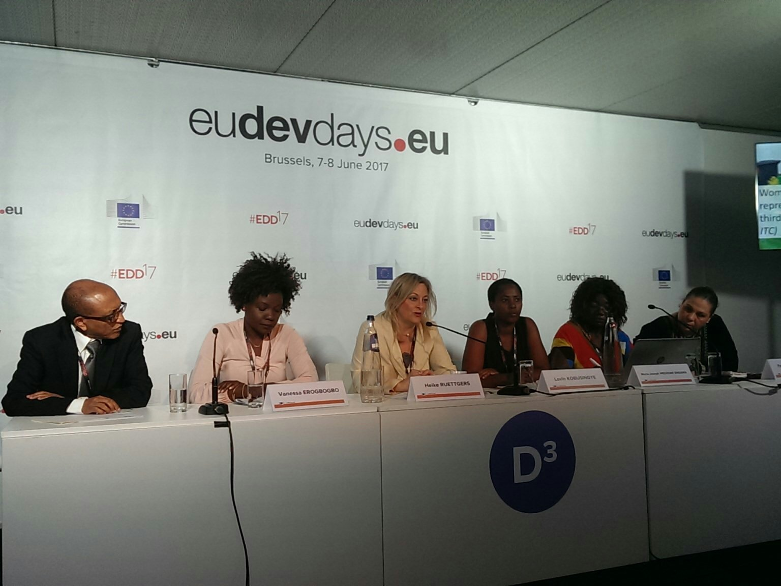 #Women face many challenges & discrimination in accessing #finance - which means banks need incentives to lend to women @ruettgers_h #EDD17 https://t.co/K6hRgiKxDB