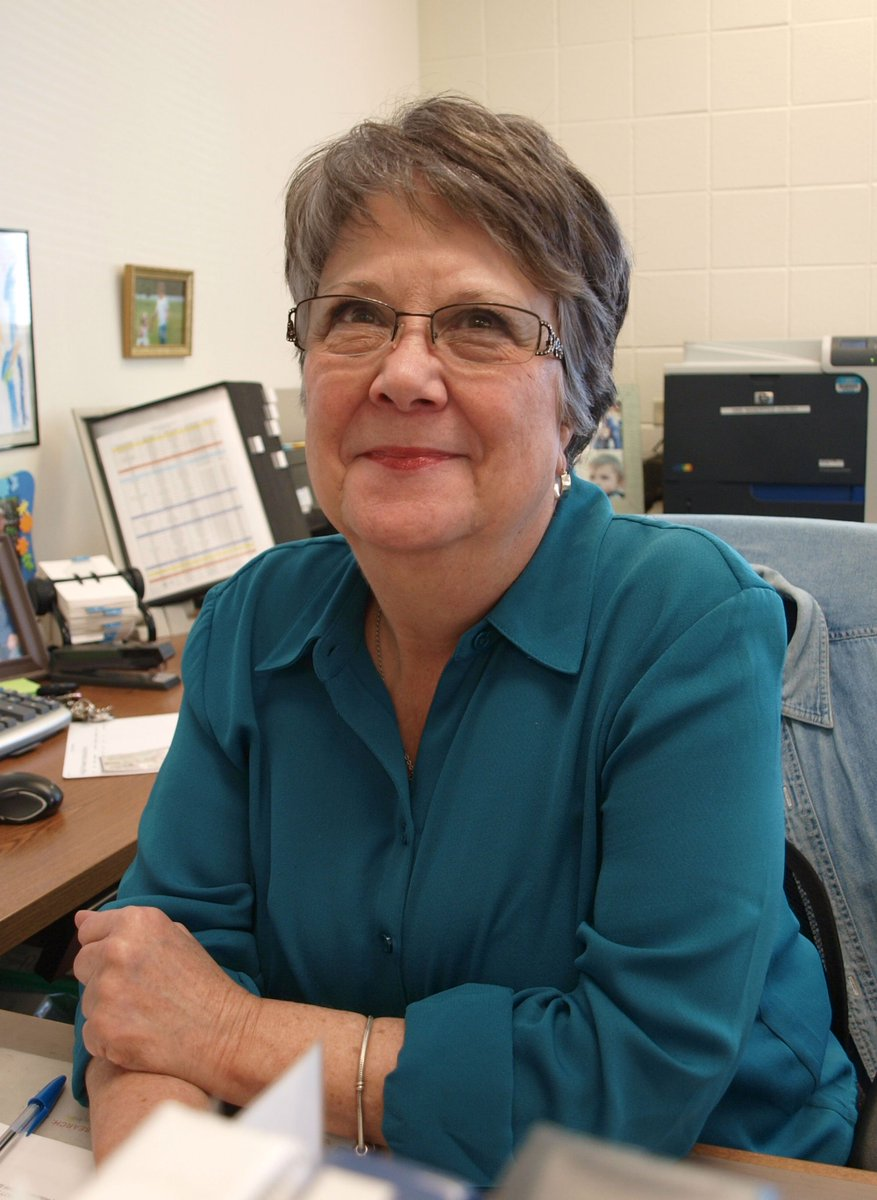 THANK YOU #D303 RETIREES- Mrs. Lee Muehling, Administrative Assistant @HainesD303 18 years with D303.<br>http://pic.twitter.com/JnkZ3FCLcd