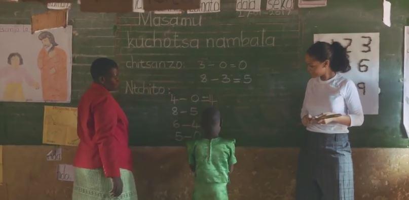 #Rihanna apprend à calculer à des #enfants du Malawi >> https://t.co/k1wRLe7QpU