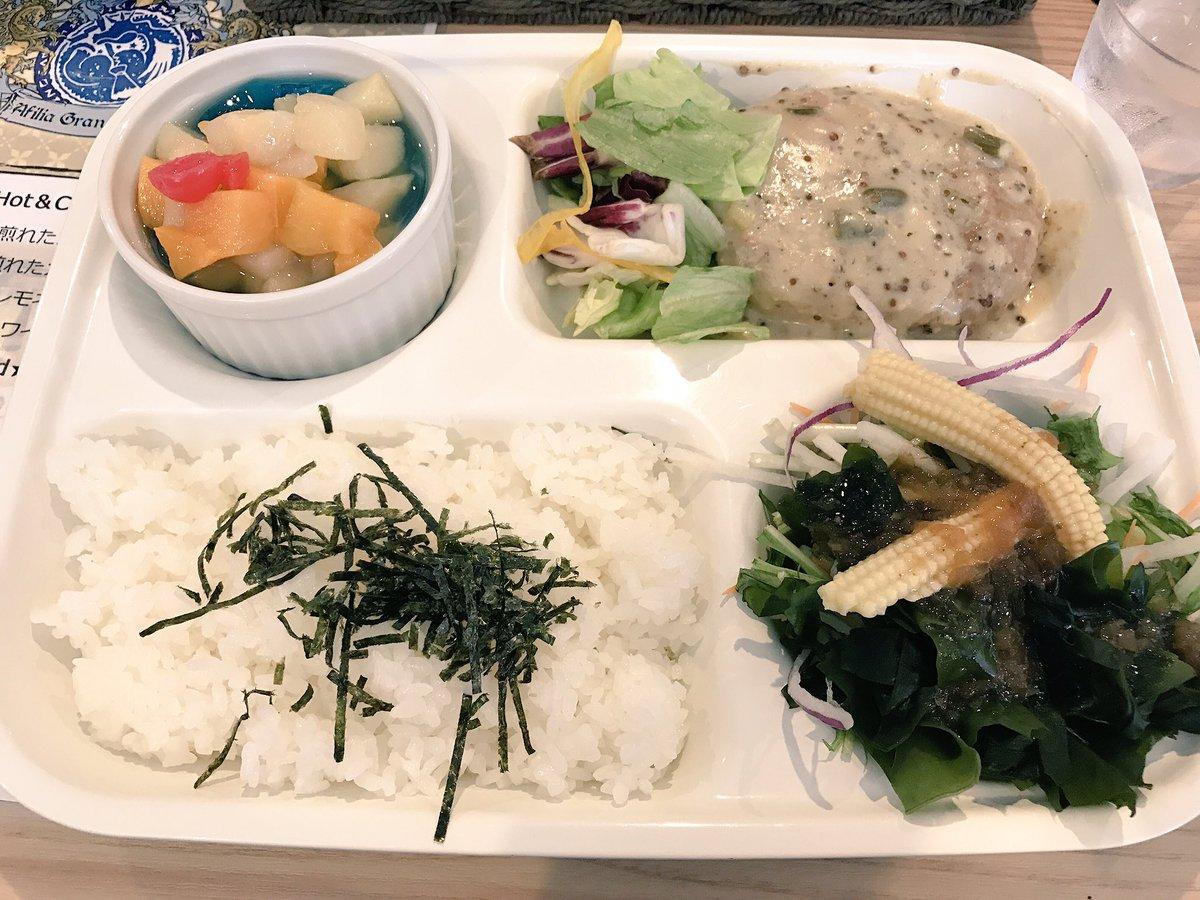 グラロジランチでした🍔🌴 初めて日本橋のアフィリアの店舗で食べたのがプレートだったから懐かしい! https://t.co/UUU5m9kG...
