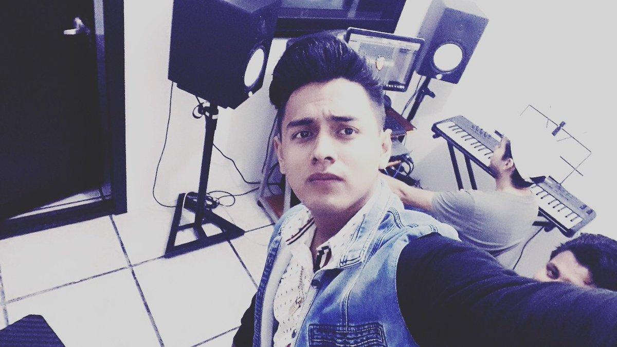 In studio #followers  #follo4follo #follobackSeguro <br>http://pic.twitter.com/vOqvm3AM6R