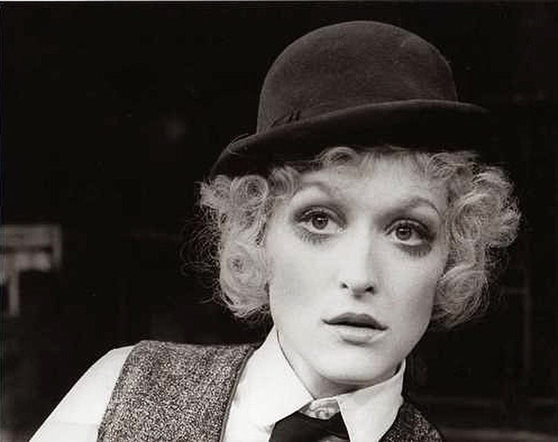 #Meryl sang for the 1st time on #Broadway in a musical named #HappyEnd in #Summer1977, channeling Chaplin and a lil Liza. #HBD #MerylStreep<br>http://pic.twitter.com/XpKRRDtCvJ