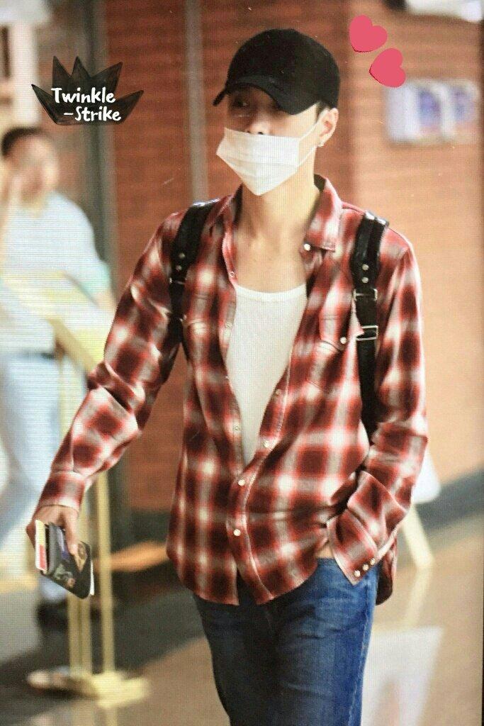 Welcome back to Seoul Gege.. #EXO #LAY #WelcomeBackLay #EXOL #EXOComeback #EXOGrandComeback<br>http://pic.twitter.com/ykKdN2UvCr