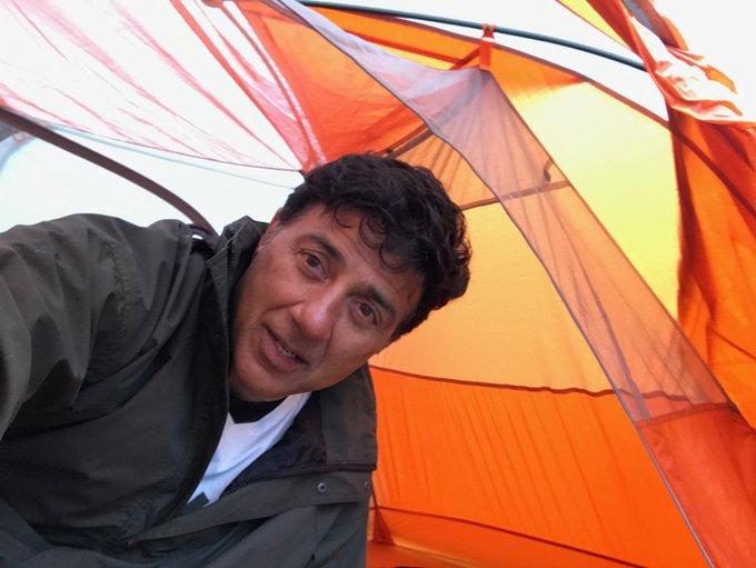 Shoot diaries!! #palpaldilkepaas #camping #ppdkp #onset #manali #lotsoflove #creating #dreams #film #filmmaker #love #colors #work #happy https://t.co/oAWBhl71CW