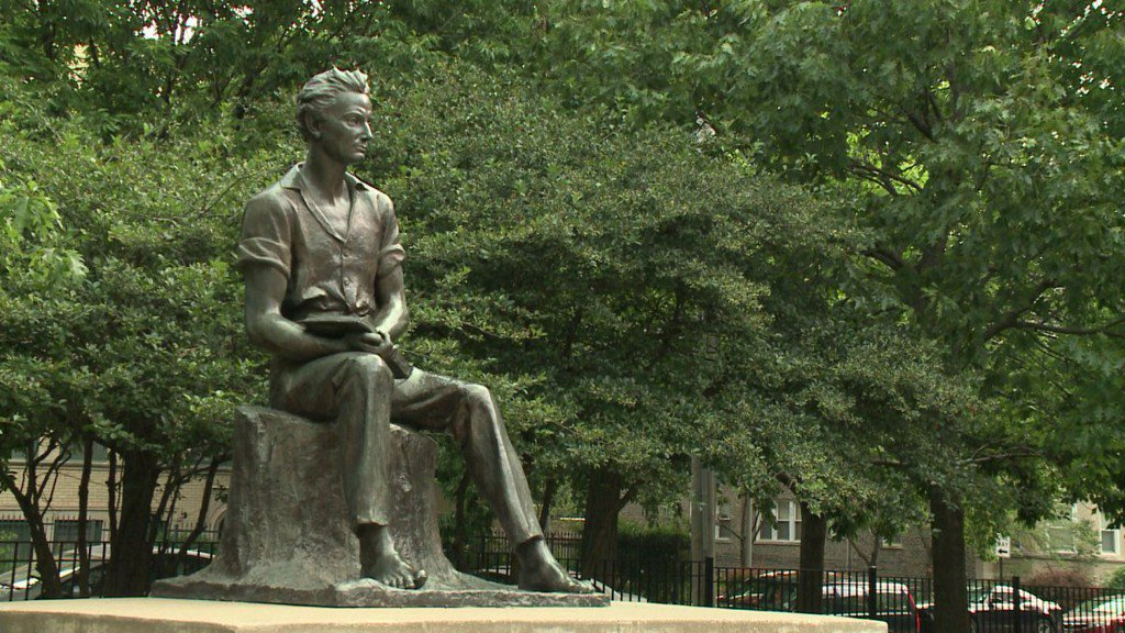 Residents of Chicago's North Side crush on statue of 'sexy' Abraham Lincoln https://t.co/DSS10fIO79