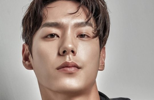 """Kwak Si Yang Talks About Trying To Keep Up With Yoo Ah In For tvN's """"C..."""