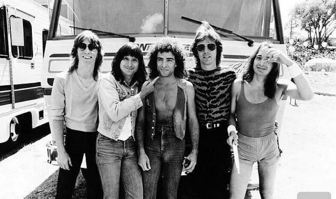 #tbt The 80&#39;s #journey band picture  #steveperry  #nealschon @JourneyOfficial @TheJonathanCain  #tourbus  #ontheroad #brotherhood <br>http://pic.twitter.com/bDaz8QmKZT