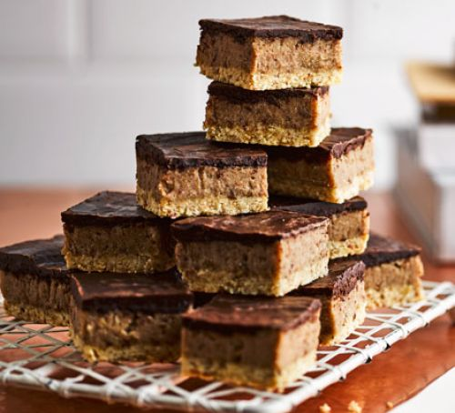 #Vegan, gluten-free chocolate treats w/dates, cashews &amp; maple syrup are just as moreish as the original  &gt;&gt;  https://www. bbcgoodfood.com/recipes/made-o ver-millionaires-bars &nbsp; …  #cooking <br>http://pic.twitter.com/5SFg7DNeio