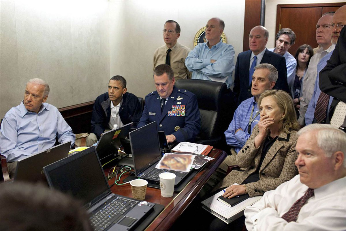 Do U see #Kremlin leadership in room? Us neither.Yet after @TheOliverStone film on #RU airstrike on #Daesh we're not so sure anymore #Fake <br>http://pic.twitter.com/vN5N1ngQ2r