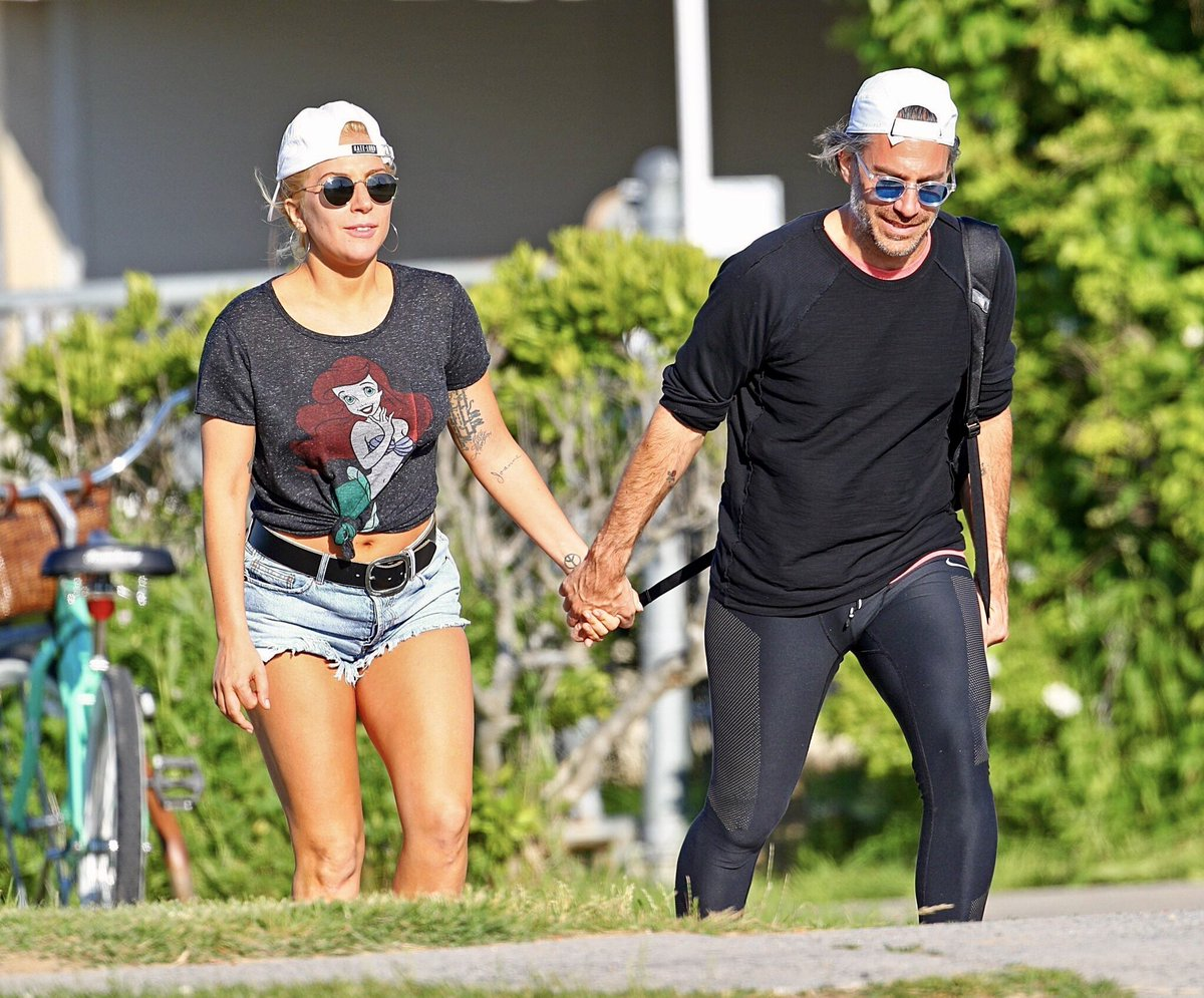 Pictures of Lady Gaga & Christian Carino on holidays at The Hamptons before she starts rehearsals for the #Joanne Tour  #LadyGaga #Gaga pic.twitter.com/WH0Ex4sQFd