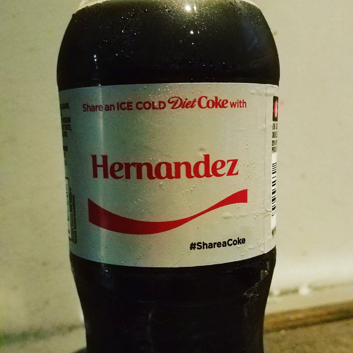 Can&#39;t find my own name on a @DietCoke bottle but I did find my favorite #mets player. #17 #hernandez <br>http://pic.twitter.com/tctyhMKJZG