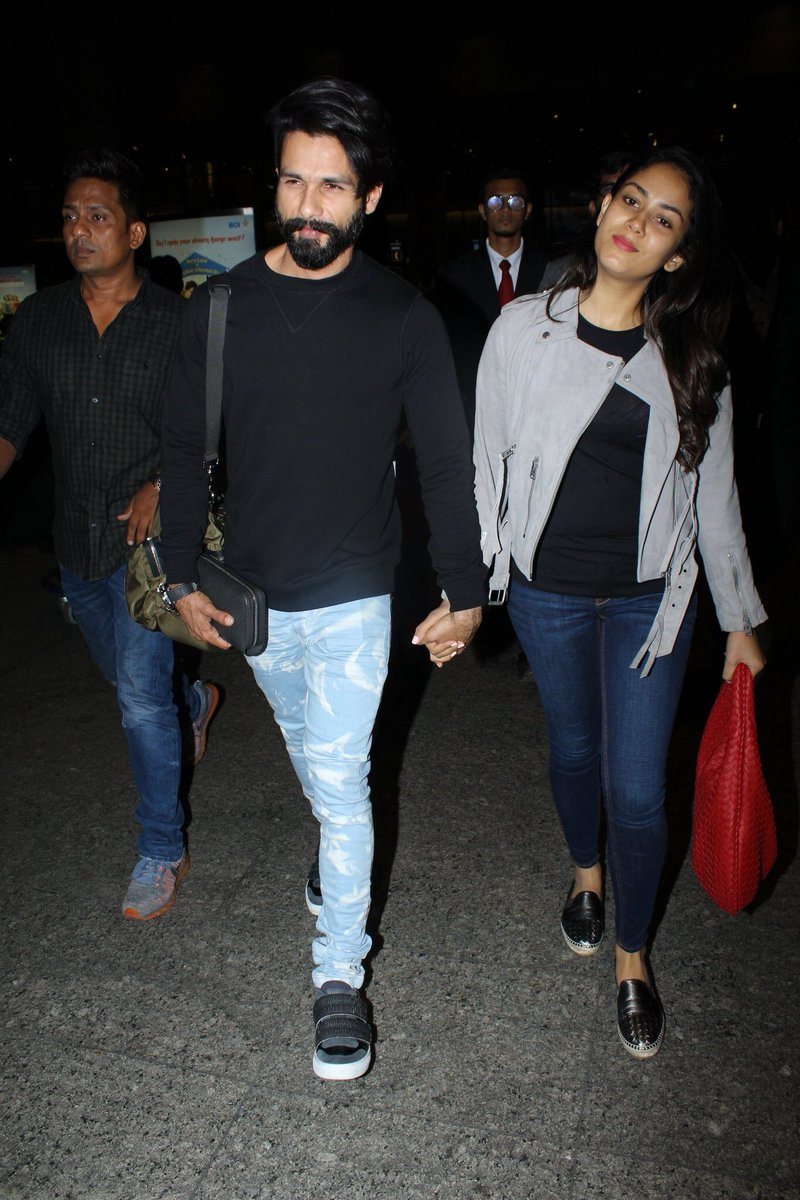 #Latest- Spotted at Mumbai Airport: Celeb&#39;s stunning look!! @shahidkapoor with wife #MiraRajput  #Bollywood #Summer17 #fashionstyle <br>http://pic.twitter.com/q2QqHOf8XP