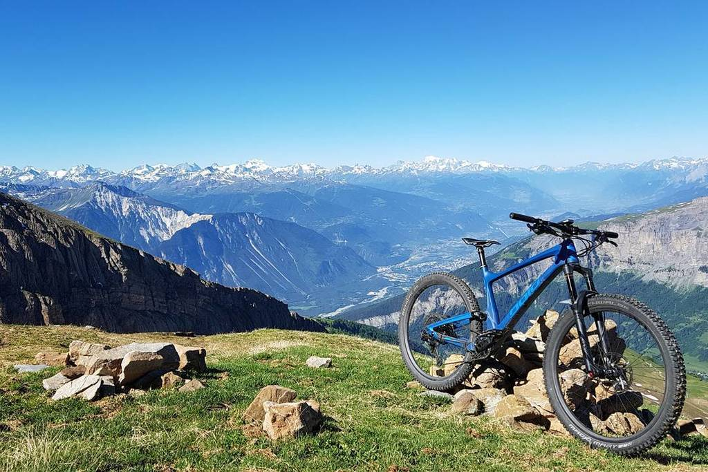 Three days in the #Valais breaking in my new bike. Rode some single tracks new to me, some I&#39;ve been enjoying for …  https://www. instagram.com/p/BVl0r66gwYW/  &nbsp;  <br>http://pic.twitter.com/abiKRKYL3x